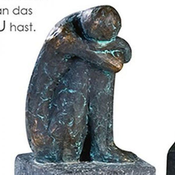 skulptur-lonely-hockend